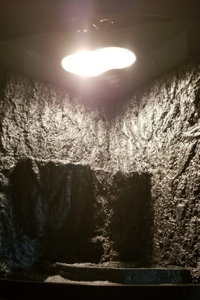 lighting foam wall and waterfall for paludarium DIY
